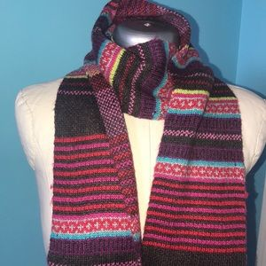 Knit scarf with fringe detail
